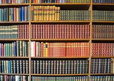 Bücherschrank Anglesey-Abtei Stockfotos