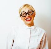 Bücherwurm, nette junge blonde Frau in den Gläsern, blondes Haar, Jugend Stockfotografie