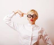 Bücherwurm, nette junge blonde Frau in den Gläsern, blondes Haar, Jugend Lizenzfreie Stockfotos