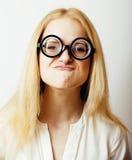 Bücherwurm, nette junge blonde Frau in den Gläsern, blondes Haar, Jugend Stockfoto