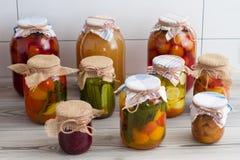 In Büchsen konservierte Nahrung stockfotografie