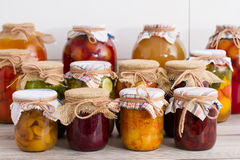 In Büchsen konservierte Nahrung lizenzfreie stockfotos