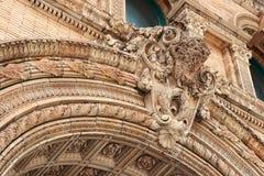Büffelhauptskulptur auf dem historischen Gebäude Lizenzfreie Stockbilder