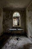 Bügelbrett u. Eisen - verlassene Villa Lizenzfreie Stockbilder