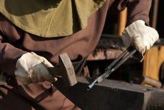 Bügeln Sie Arbeitskraft oder Schmied stockbilder