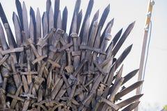 Bügeln Sie den Thron, der mit Klingen, Fantasieszene oder Stadium hergestellt wird erholung Stockbilder