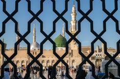 Bügeln Sie Geländer hinter der Nabawi-Moschee, Medina, Saudi-Arabien lizenzfreies stockfoto