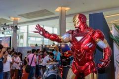 Bügeln Sie Mannmodell in komischem Betrug 2014 Thailands Stockbild