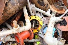 Bügeln Sie Rohre einer Müllgrube des Eisenmaterials Stockfotos