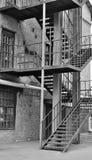 Bügeln Sie Treppenhaus vom Ende eines Backsteinbaus in einem industriellen Stockbilder