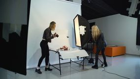 Bühne hinter dem Vorhang-Fotografie behilfliche softbox Ausrüstung stock video