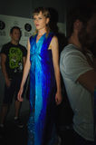 Bühne hinter dem Vorhang während des Modezeigunges in Madrid stockfoto