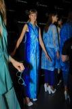 Bühne hinter dem Vorhang während des Modezeigunges in Madrid lizenzfreie stockfotos