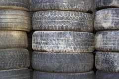 Bündel benutzte Reifen Stockbilder
