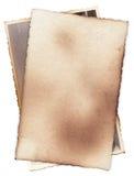 Bündel alte Fotos mit Flecken, Kratzern und gebrannten Rändern Lizenzfreies Stockbild