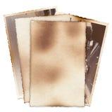 Bündel alte Fotos mit Flecken, Kratzern und gebrannten Rändern Lizenzfreies Stockfoto