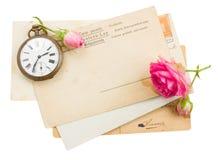 Bündel alte Papiere mit Rosen Stockfotos