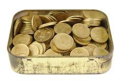 Bündel alte spanische Münzen in einem goldenen Kasten Stockbild