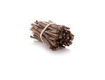 Bündel Brennholz auf Weiß Lizenzfreie Stockbilder