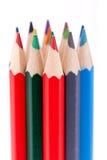 Bündel bunte Bleistiftzeichenstifte auf Weiß Stockfotos