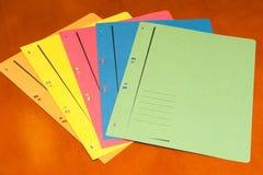 Bündel bunte füllende Faltblätter Lizenzfreie Stockfotografie