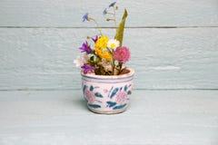 Bündel bunte Wiesenblumen Stockfotografie