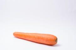 Bündel der frischen rohen Karotte auf weißem Hintergrund Stockfotografie
