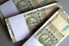 Bündel der indischen Rupien Stockbild