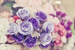 Bündel der rosafarbenen Blume, hauptsächlich Fokus auf Purpurrose Lizenzfreies Stockfoto