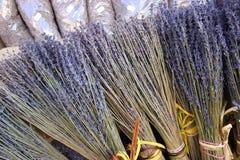 Bündel des getrockneten Lavendels blüht für Verkauf in Aix en Provence Stockfotografie
