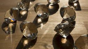Bündel Diamanten auf Oberfläche Lizenzfreies Stockfoto