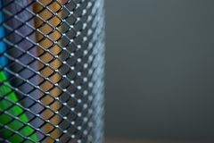 Bündel Farbbleistifte in einem Stand Stockfoto