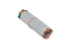 Bündel farbige Bleistifte, gebunden mit einem Gummiband Stockfoto