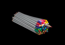 Bündel farbige Bleistifte mit einem Bleistift ziehen teils aus Stockfotos