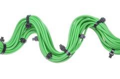 Bündel grüne Kabel mit schwarzen Kabelbindern Stockbilder