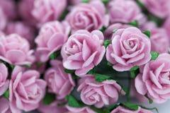 Bündel helle magentarote Rosen für Hintergrund Lizenzfreie Stockfotos