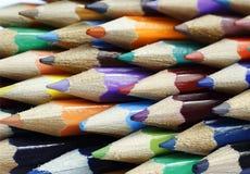 Bündel mehrfarbige Bleistifte Lizenzfreie Stockfotos