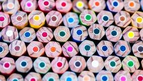 Bündel scharfe bunte Bleistifte Stockfotos