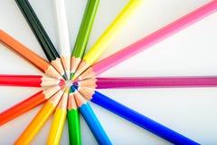 Bündel scharfe bunte Bleistifte Stockbilder
