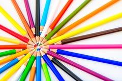 Bündel scharfe bunte Bleistifte Lizenzfreie Stockfotografie
