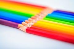 Bündel scharfe bunte Bleistifte Stockfoto