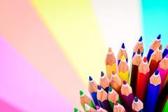 Bündel scharfe bunte Bleistifte Stockbild
