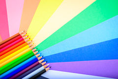 Bündel scharfe bunte Bleistifte Lizenzfreies Stockbild