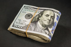 Bündel von hundert Dollarscheinen Stockfotos