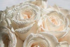 Bündel weiße Rosen Stockbilder