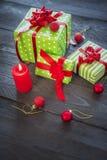 Bündel Weihnachtsgeschenke und -verzierungen Lizenzfreie Stockbilder
