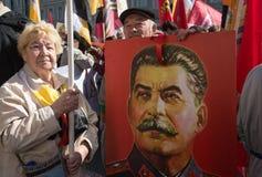 Bürger in der politischen Maifeiertagsdemonstration Stockbild