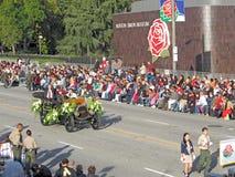 Bürgermeister Bill Bogaard in der Rosen-Schüssel-Parade stockbild