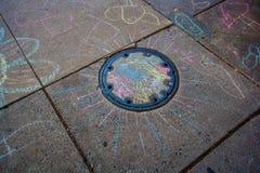 Bürgersteigs-Kreidezeichnungen der Kinder Stockbilder