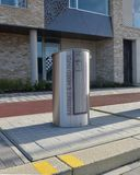 Bürgersteigseite begrub Wiederverwertungsbehälter, Eddington Nordwest-Cambridge Stockfotos